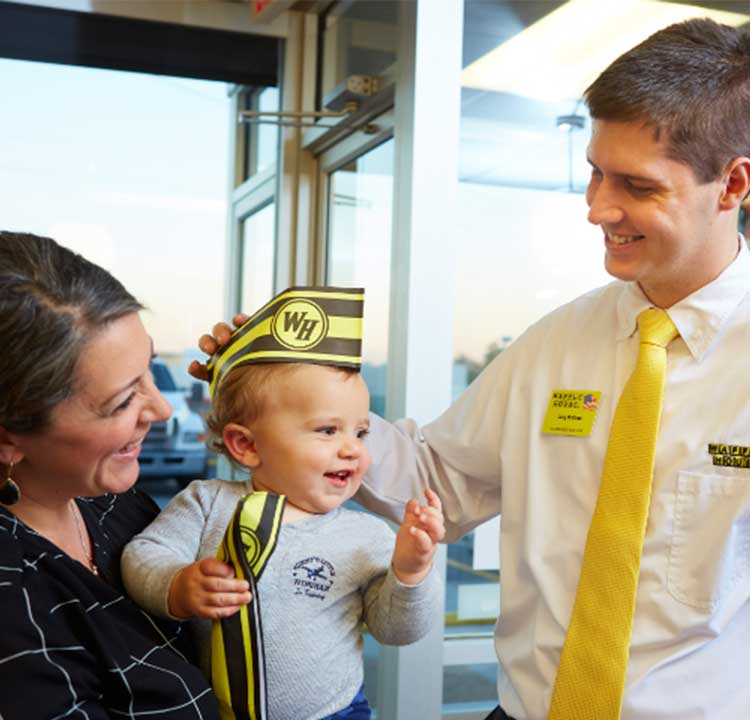 Waffle House employees welcoming mother & baby